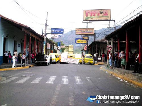 Microtaxistas protestan en Chalatenango