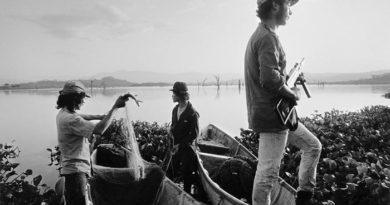 Guerrilleros pescando en el Cerrón Grande (1984)
