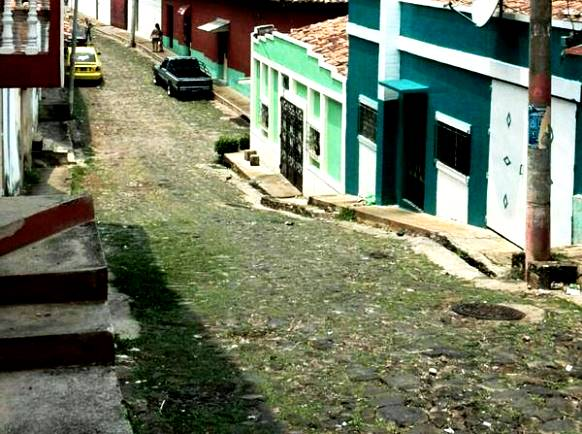 Calle empedrada en Chalatenango