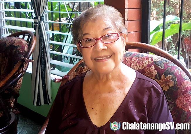Doña Carmencita Urbina, creadora del escudo de Chalatenango